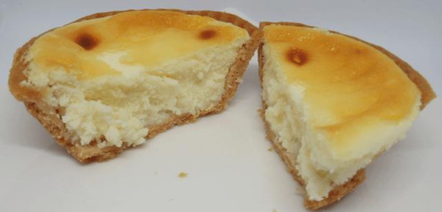 解凍チーズタルトの切断面